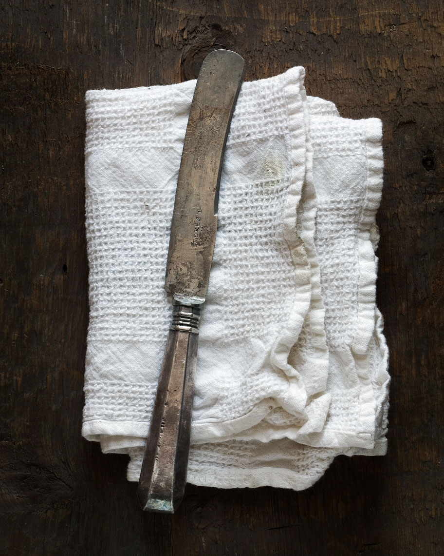 knife-on-towel_6244-2012.jpg